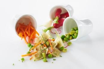 Salade de ravioles a poeler et petits legumes croquants